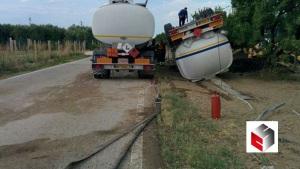 foto-cerignola-si-ribalta-cisterna-di-benzina-campi-allagati-dal-carburante-3
