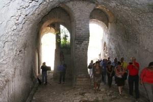 teatro_di_cales_strutture_di_sostruzione_della_cavea_sdoppiamento_dei_cunei_radiali