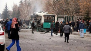 epa05679149 People gather after an explosion around Kayseri University in Kayseri, central Turkey, 17 December 2016. At least 13 soldiers were killed and 48 soldiers wounded in a car bomb attack near Kayseri University.  EPA/DEPO PHOTOS TURKEY OUT BEST QUALITY AVAILABLE